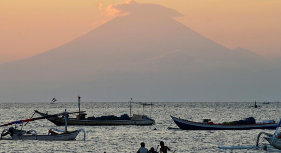 Hvis vulkanen Agung går i udbrud, vil det være første gang i mere end 50 år. Flere end 1000 mennesker døde, da Agung sidst gik i udbrud i 1963. Reuters/Antara Foto/arkiv