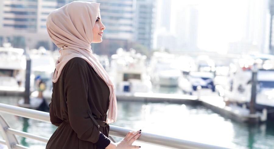 MODELFOTO: Den norske tv-station NRK er blevet bestormet med klager, fordi tv-stationen i slutningen af august sender et valgprogram med den norske debattør Faten Mahdi Al-Hussaini, der vil være iført hijab.