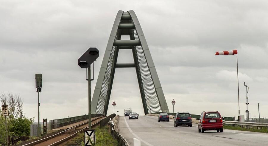 Femern A/S, som er ejet af dan danske stat, underskriver i dag aftalerne med de to selskaber, som har vundet udbuddet til tunnellen mellem Danmark og Tyskland. Kontrakterne er vurderet til en værdi af 30 milliarder kroner. Underskrivelsen finder sted klokken 14.00 og efterfølges af en reception.