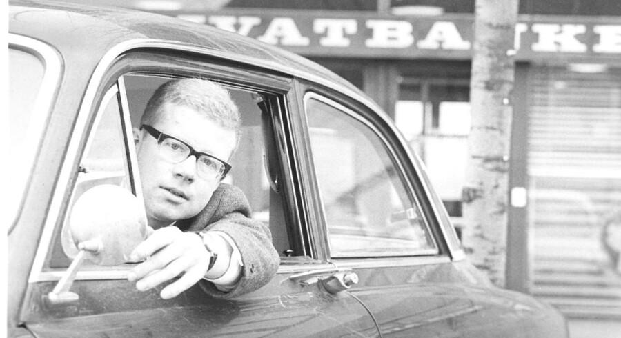 Mange forbinder nok især Anders Bodelsen med hans krimier, men i 1960erne skrev den populære danske forfatter nyrealistiske noveller om livet i velfærdsstaten.