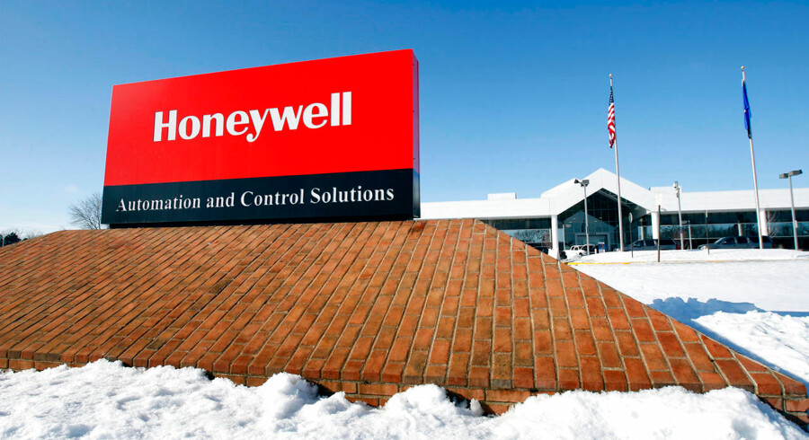 A view of the corporate sign outside the Honeywell International Automation and Control Solutions manufacturing plant in Golden Valley, Minnesota, in a January 28, 2010 file photo. Honeywell International Inc and United Technologies Corp have held talks about a merger, CNBC reported on Monday, citing people familiar with the situation. A deal would create a company with combined sales of more than $90 billion. REUTERS/Eric Miller/Files