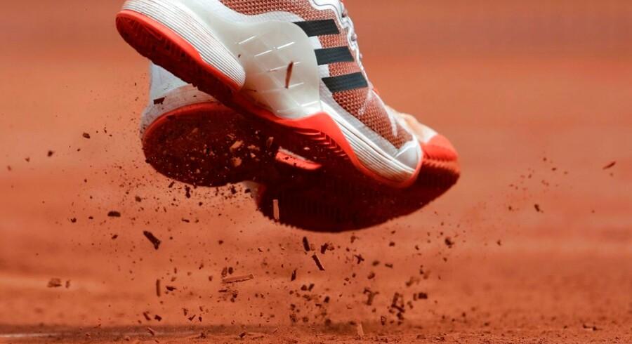 Tennisspillerne ved French Open 2017 bliver næsten til skulpturelle artister, når fotograferne indfanger unikke splitsekunder. Østrigske Dominic Thiem.
