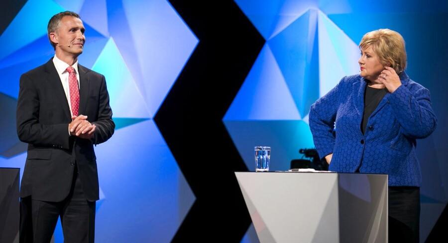 Norges oppositionsleder Erna Solberg med statsminister Jens Stoltenberg til en afsluttede tv-debat søndag aften.