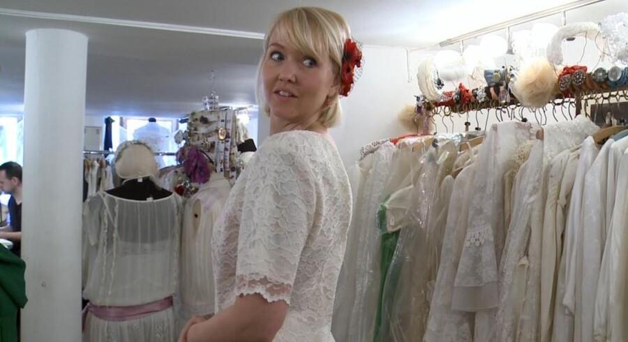 Lykke shopper brudekjole før sit blinde bryllup i 'Gift ved første blik' (foto: DR).