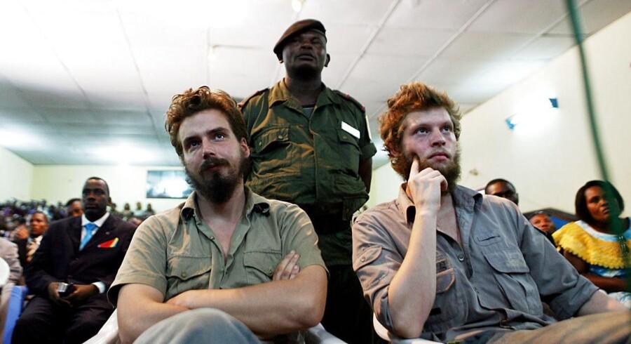 Her ses de to nordmænd under retssagen i Den Demokratiske Republik Congo (DRCongo). Tjostolv Moland (t.v.) og Joshua French blev dømt til døden. Tjostolv Moland døde i cellen.