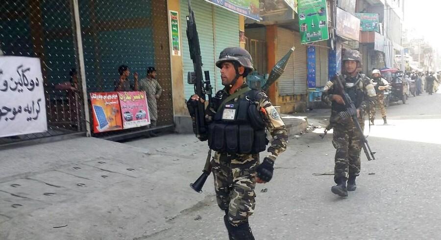 Afghanske sikkerhedsstyrker i Jalalabad, Afghanistan 17. maj. REUTERS/Parwiz