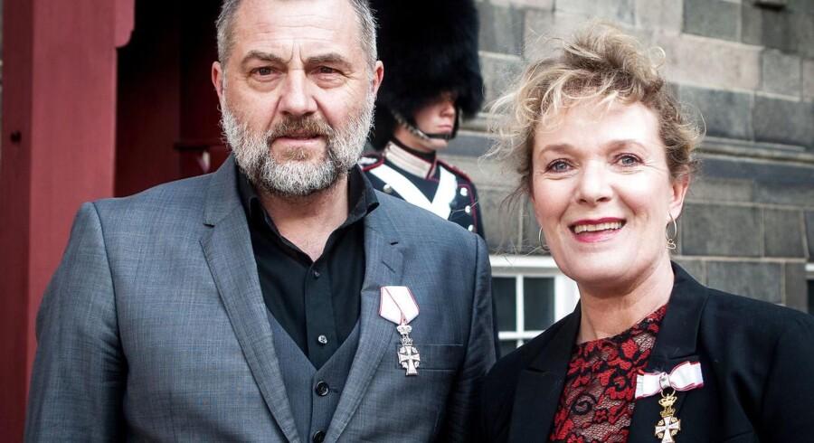 Skuespillerne Jens Jørn Spottag og Tammi Østvar mandag i audiens og takkede Dronningen for ridderkorset. Foto: Bjarne Lüthcke