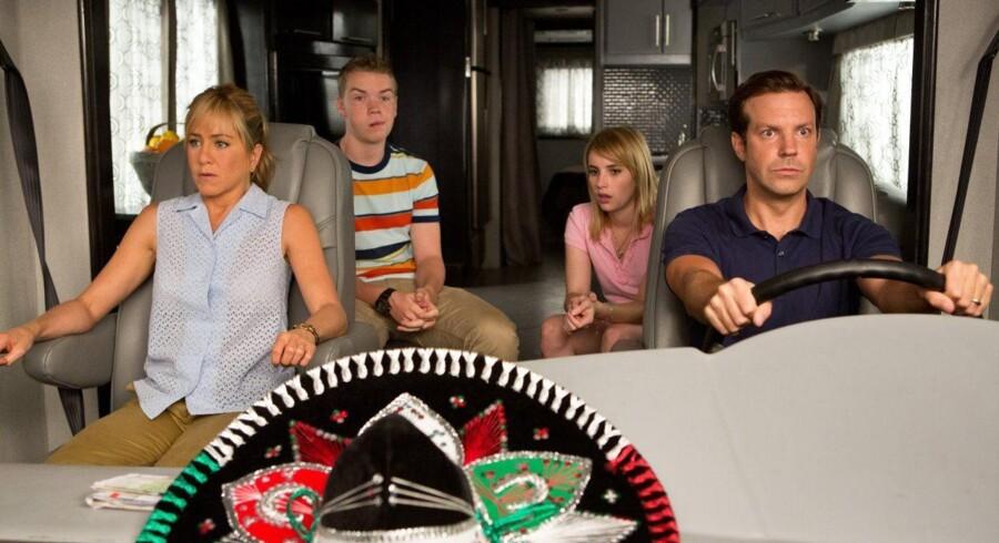 Stort set alt går galt for Jason Sudeikis og Jennifer Aniston i »Familien Miller«.