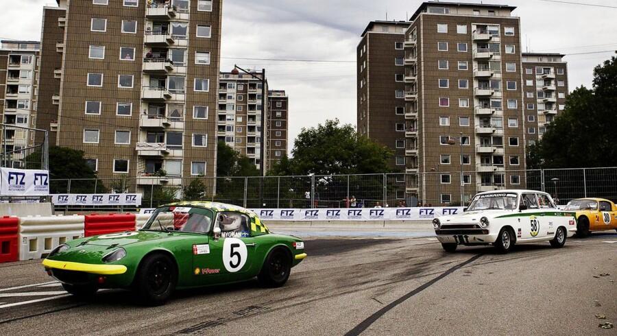 Copenhagen Historic Grand Prix løber af stablen d. 3. og 4. august i Bellahøj i udkanten af København. Her konkurrerer amatører og professionelle i gaderæs med gamle biler og motorcykler.