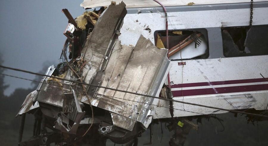Mindst 77 personer er døde efter ulykken. 73 blev dræbt på stedet, mens fire personer døde af deres kvæstelser på hospitalet. Over 140 er kvæstet.