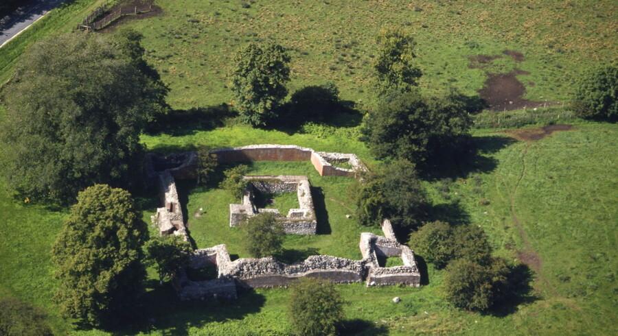 Har du 100 mio. kr. til at købe Gurrehus slot, kan du bo i disse omgivelser - til bl.a. Gurre Slots ruin.
