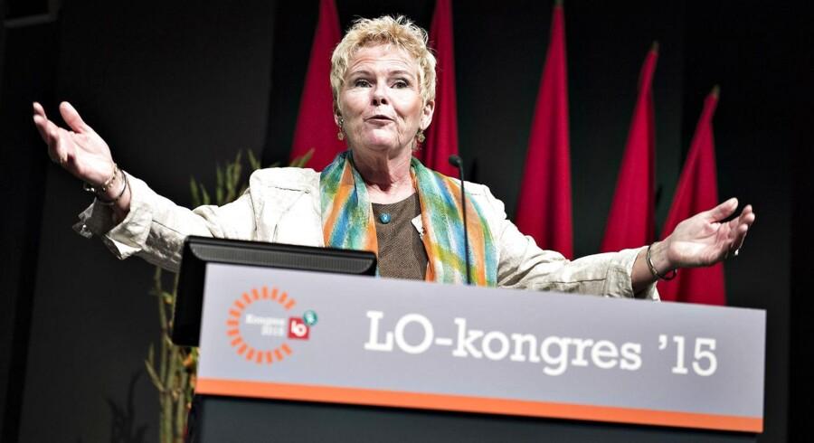LO startede søndag deres 3-dagens kongres i Aalborg Kongres og Kulturcenter, en kongres der skal ende med valget tirsdag af en ny formand efter den afgående Harald Børsting. Her næstformand og kandidat til formandsposten Lizette Risgaard på talerstolen.