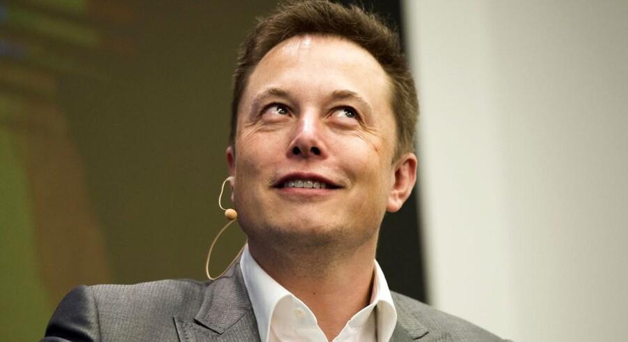 Ejere af Tesla Model S kan se frem til en lille gave i dag. Det har Tesla-bossen Elon Musk afsløret på Twitter.