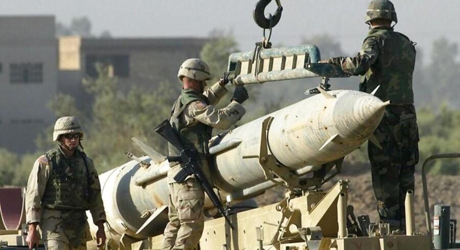 Forsvars- og sikkerhedseksperter fra den britiske Janes Information Group har ifølge AFP tidligere identificeret fundet som en kontrol-radar til et SA-2 missil samt en radar til at lede missilet frem til dets mål. - Arkivfoto af amerikanske soldater, i færd med at destruere et sådant sovjetbygget missil.