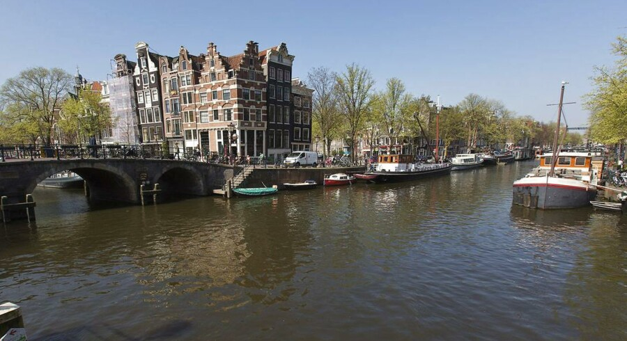 Hvis du er den arbejdssky type, skal du muligvis overvejede at flytte til Holland. CNN Money har undersøgt arbejdstiderne i samtlige i-lande på kloden. På den baggrund har nyhedsmediet lavet en top-10 liste over lande med de korteste arbejdsuger. Danmark er placeret meget højt på listen, mens Holland topper med bare 29 timer om ugen.Klik videre og læs om landene på listen.
