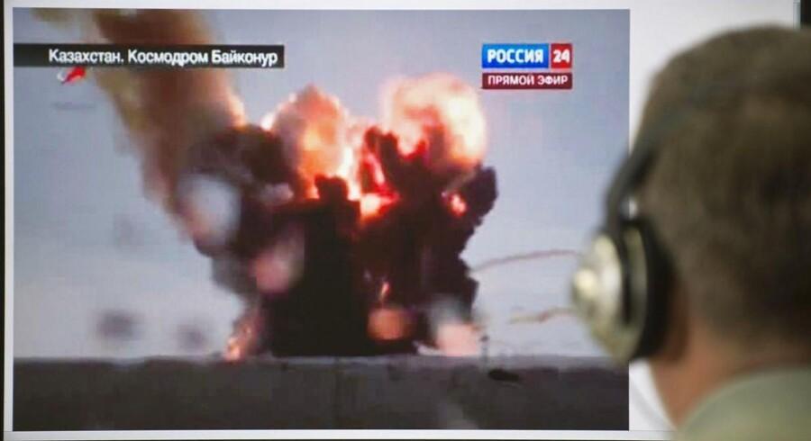 En opsendelse af en russisk raket gik grueligt i Kazakhstan tirsdag.