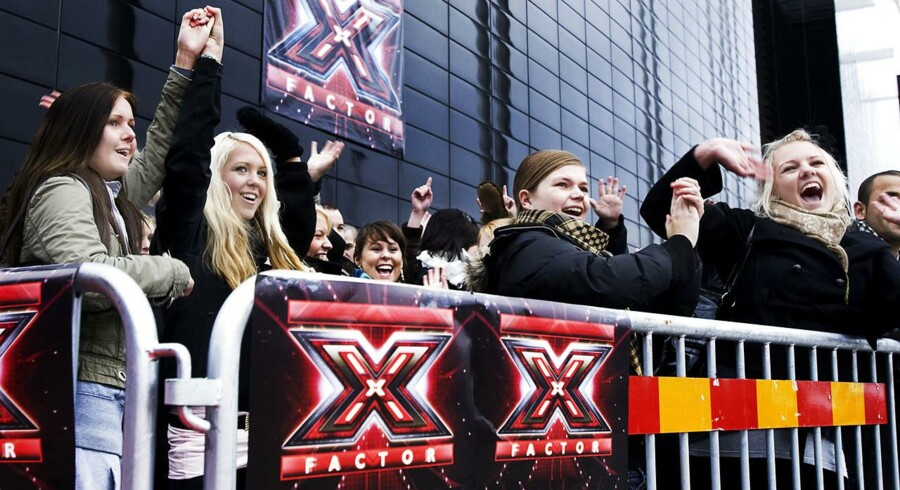 Håbefulde sangere står i kø for at komme til X Factor-audition.