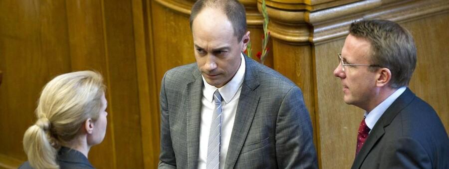 Socialdemokraterne kræver svar på, hvad Løkke vil med topskatten.
