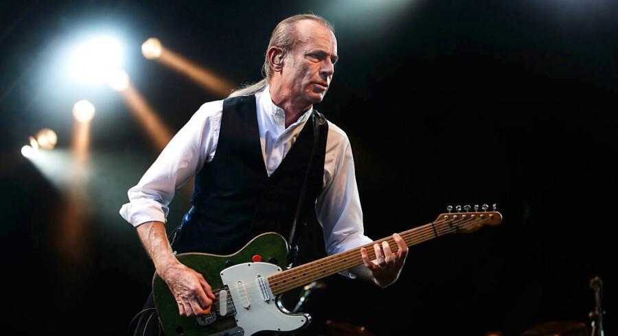 Sammen med resten af Status Quo spiller Francis Rossi i København på fredag. - Vi er bare nogle forkælede gamle røvhuller, sige rocklegenden til BT.