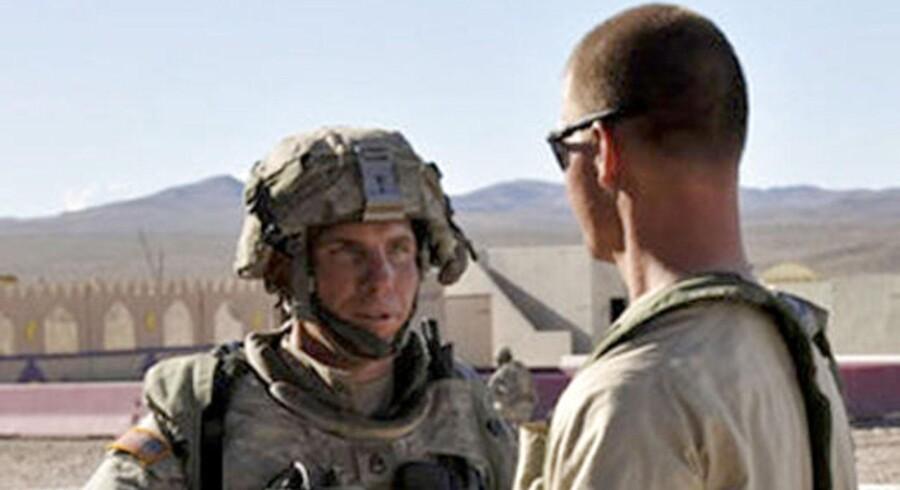 Forsvarsadvokater har hævdet, at Barnes (tv) led af posttraumatisk stresssyndrom samt en hjerneskade, selv før han blev sendt til Afghanistan, og at han ikke husker noget fra den skæbnesvangre nat.