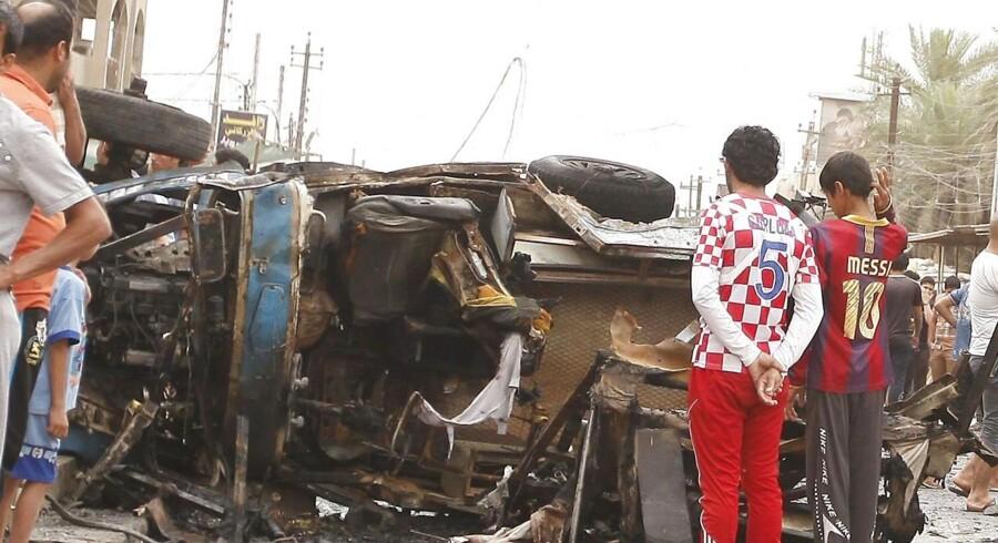 Bagdads shiamuslimske områder blev værst ramt, rapporterer BBC, og markeder og busstationer oplevede mindst otte bombeangreb. Omkring 20 personer meldes dræbt.