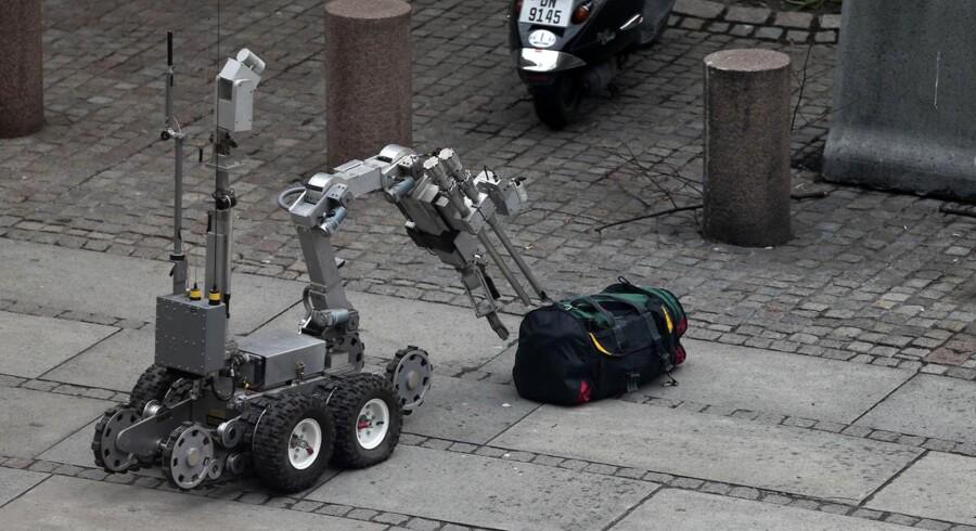 Norges svar på Rullemarie var i aktion onsdag foran Finansministeriet i Oslo, hvor en taske skabte terrorfrygt.