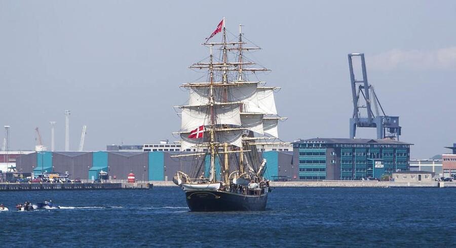 Skoleskibet Georg Stage har en længde på 54 meter og en bredde på 8 meter. Den kan slå en hastighed på ca. 10 knob. Den tremastede fuldrigger sejler fra havn på et fire måneder langt togt.