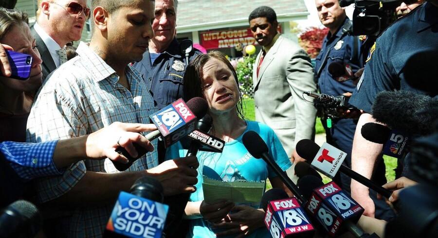 Beth Berry Serrano, der er søster til den ældste af de tre kvinder, der er fri efter ti års fangenskab, appellerer til pressen om at have forståelse for familiens behov for fred.