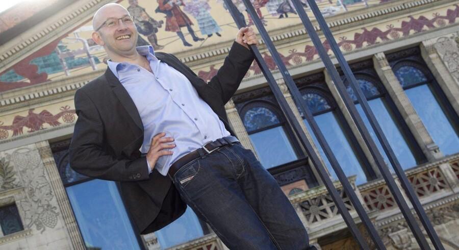 Aarhus Teaters nye direktør, Mick Gordon, kan se frem til at kunne byde publikum velkommen i en renoveret teatersal.