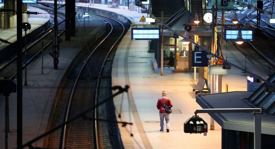 Der var tomt på hovedbanegården i Hamburg onsdag morgen, hvor den tyske togstrejke blev udvidet til også at ramme passagertog. Rigtigt mange tog kører derfor ikke. Foto: Bodo Marks, EPA/Scanpix