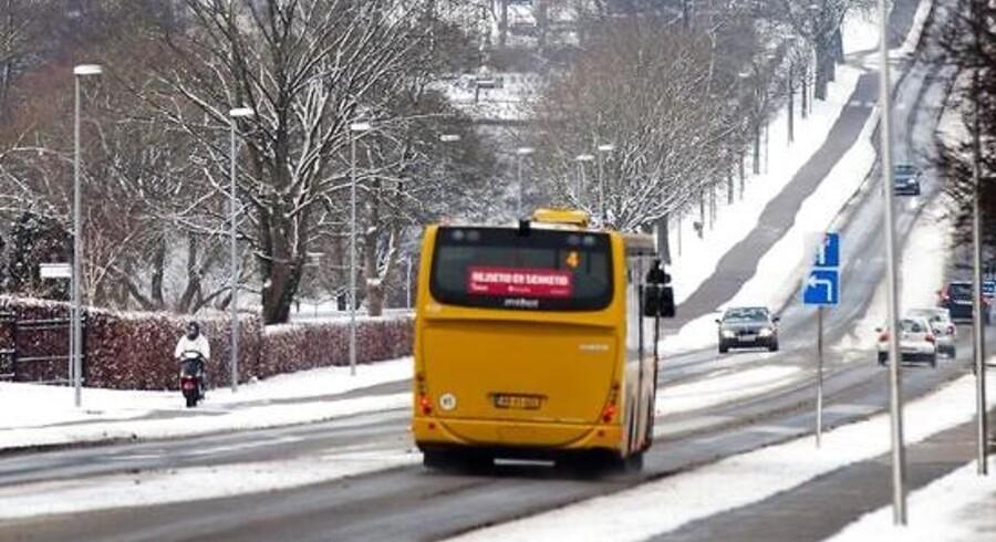 Gymnasieeleverne foregav at være fra Sydtrafik og fortalte at busserne ville stoppe med at køre på grund af sneen. Det gjorde de ikke. Arkivfoto