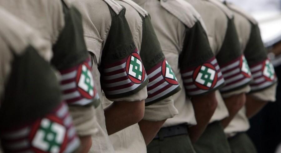 Medlemmer af Viktor Orbans regerings højrenationale støtteparti, Jobbik, er blevet kritiseret for deres uniformer, der vækker minder om Anden Verdenskrig.