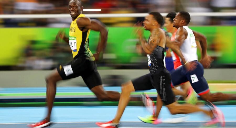 Verdens - igen - hurtigste mand, Usain Bolt, har tid til at smile til kameraet, da han vinder seminalen i mændenes 100 meter løb under OL i Rio de Janeiro, 14. august 2016.