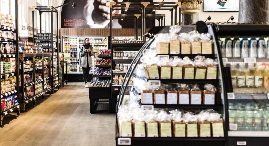 Coop åbner Danmarks nye mødested for mad og mennesker torsdag den 26. marts 2015. Det er en helt ny type forretning med mad som det centrale omdrejningssted midt i København. Butikken hedder MAD COOPERATIVET og ligger på Hovedbanegården ved Bernstorffsgade-indgangen.