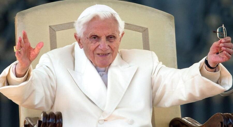Pave Benedict XVI sagde farvel på Peterspladsen onsdag formiddag.