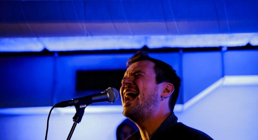 Peter Sommers koncert i en parkeringskælder under Hotel Danmark. Koncerten er en del af Frost Festival.