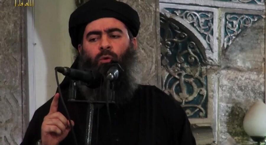 Abu Bakr al-Baghdadi menes at gemme sig i grænseregionen mellem Syrien og Irak efter at have mistet alle byer i sit selvudråbte kalifat. Billedet her er fra 2014. -/Ritzau Scanpix