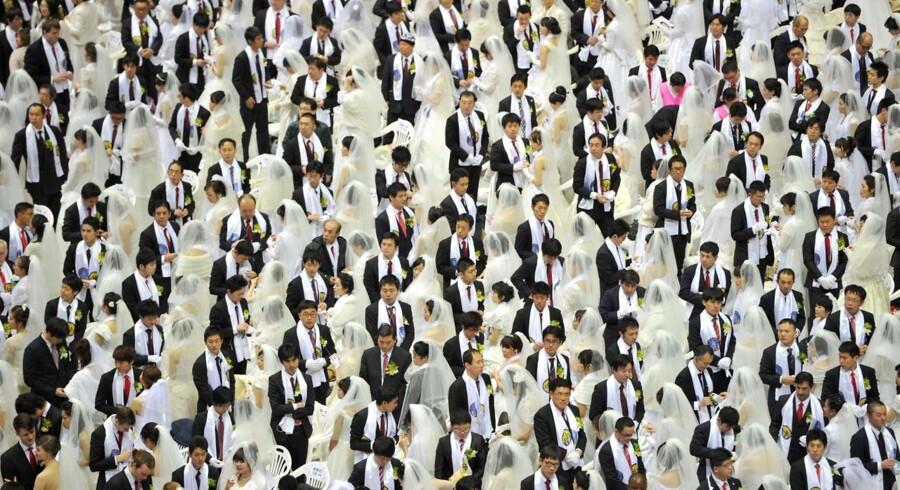 3.500 par i ens brudeklæder sagde søndag 17. februar ja i kor i The Unification Church i Sydkorea.