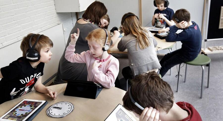 2. u lærer om uret på iPad - Ejby Skole har projektuge i vinterferien og efterårsferien