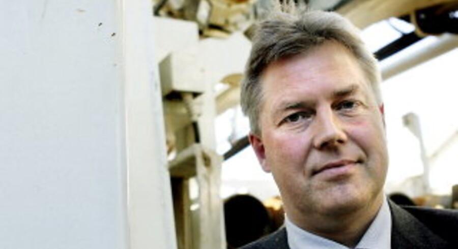 Den 15. september tiltrådte Kim Sillemann som ny adm. direktør hos GEO. Her ses han foran en borerig, som anvendes ved undersøgelser af undergrunden. Den nye direktør glæder sig over at komme til et firma, der både er rådgivende og udførende. Foto: Claus Bjørn Larsen <br>