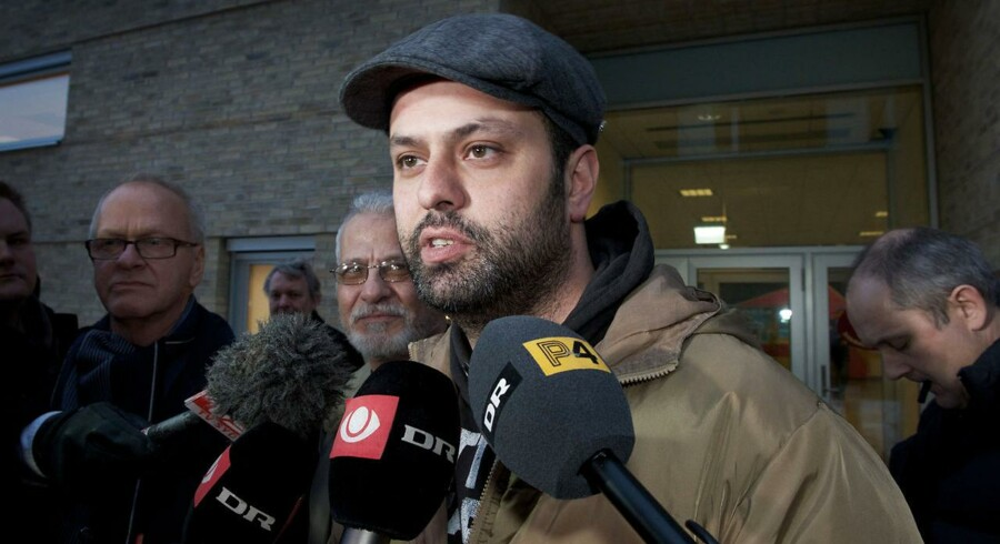 Amin Skov taler med journalister foran Retten i Kolding onsdag. d. 23 januar 2013. Dommeren valgte at løslade Amin Skov.