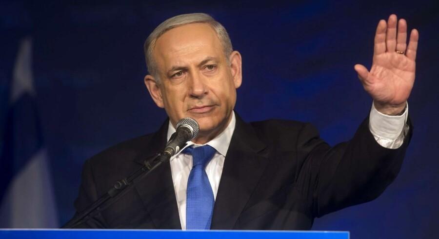 Premierminister og formand for Likud-partiet, Benjamin Netanyahu, taler til sine støtter i Tel Aviv oven på valget tidligt i morges, 23. januar.