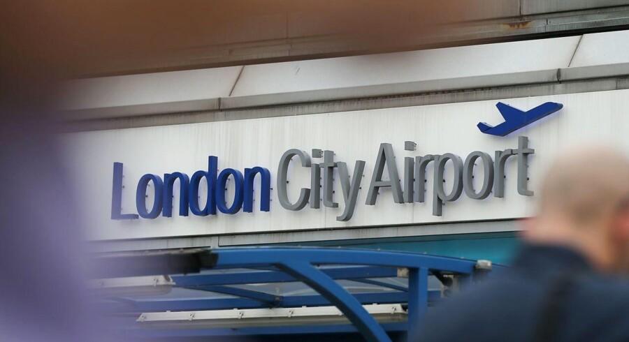 London City Airport er fredag aften blevet evakueret. 500 personer er blevet bedt om at forlade lufthavnen, skriver engelske medier.