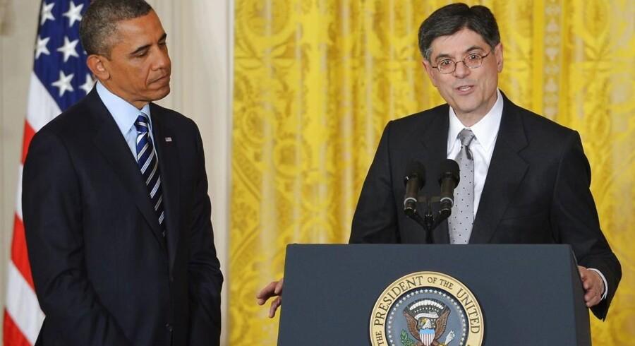 Jaack Law på talerstolen efter at Barack Obama har udpeget ham som finansminister.