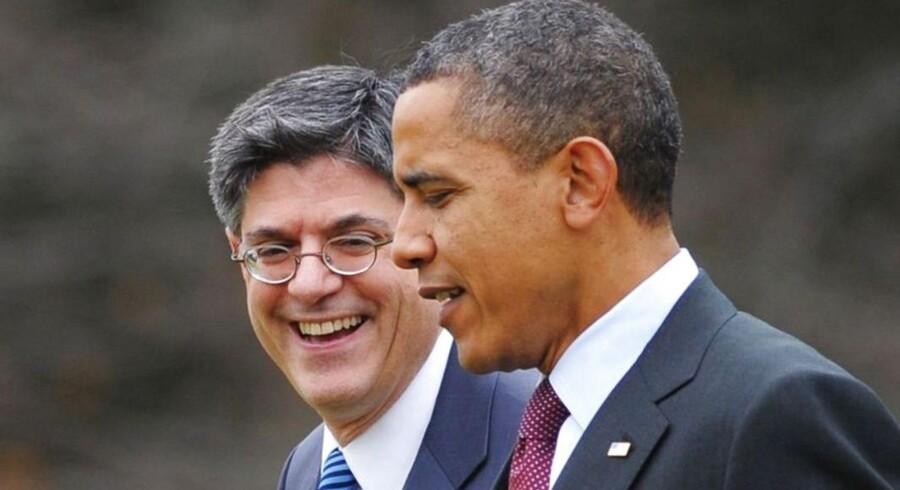 President Barack Obama(R) sammen med stabschef Jack Lew, der nu skal være finansminister.