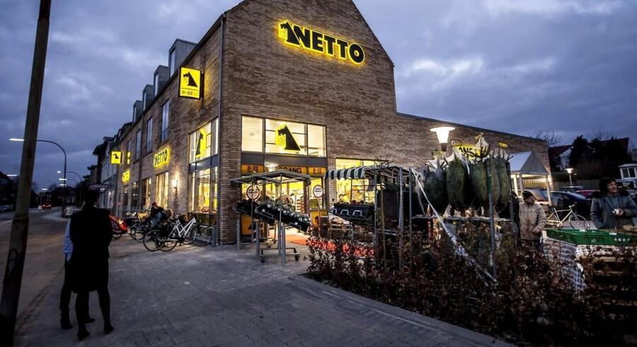Dansk Supermarked udnytter nu den liberaliserede lukkelov fuldt ud, når discountkæden Netto i dag åbner tre supermarkeder 24-timer i døgnet.