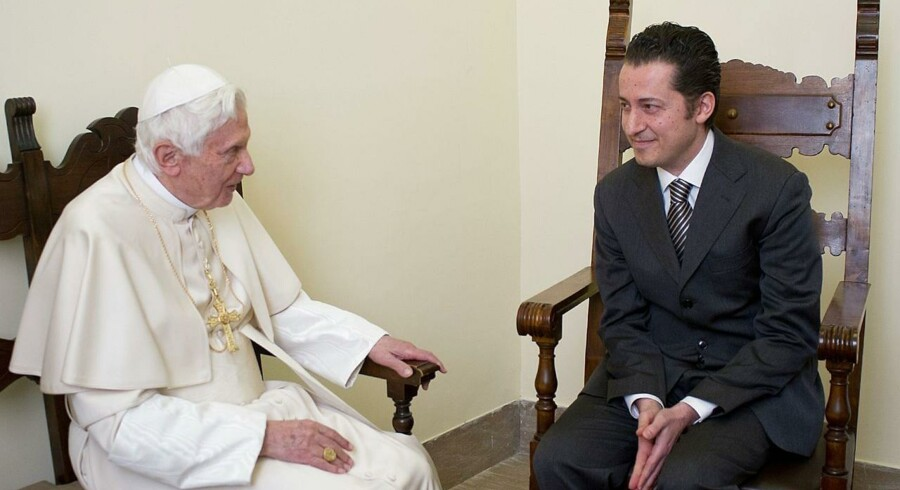 Vatikanets tidligere butler, Paolo Gabriele, fik fint besøg i fængslet, da pave Benedikt kom på besøg 22. december hos Gabriele, der er dømt 18 måneders fængsel for at lække fortrolige dokumenter. Paven benådede ham.