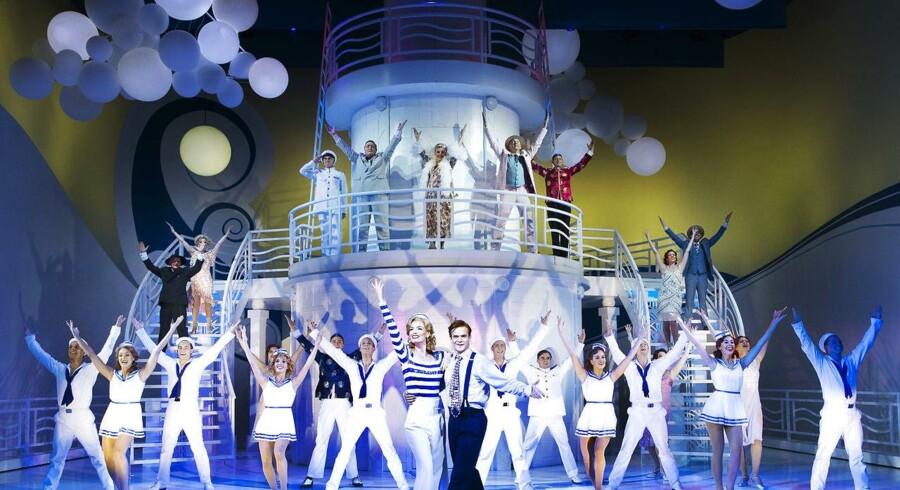 "Flot skude: Camille-Cathrine Rommedahl og Silas Holst i spidsen for ""Anything Goes"". Foto: Miklos Szabo."