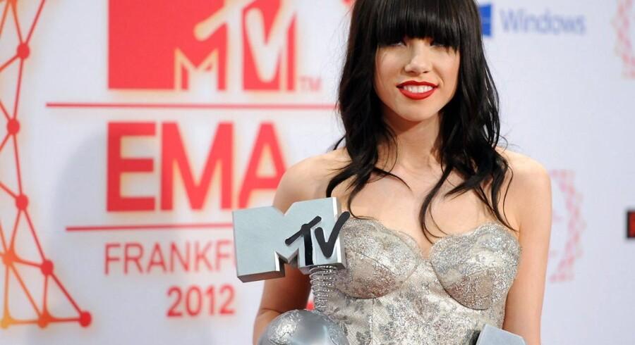 Den canadiske singer-songwriter Carly Rae Jepsen ved MTV Europe Music Awards 2012, der blev holdt i Frankfurt 11 November. Her modtog hun et par af de fine priser.