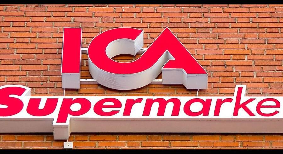 Den svenske supermarkedskæde ICA har solgt sine norske virksomheder, ICA Norway, til Coop Norway, og det får ICA-aktien til at skyde i vejret og stige mest på det brede paneuropæiske Stoxx 600-indeks mandag formiddag.